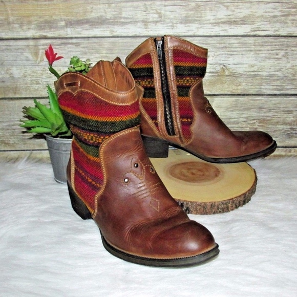 8f2be434271 Born Moe3 Tan Leather Western Tapestry Ankle Boots